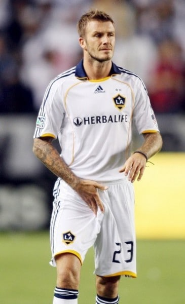 David-Beckham-Grabbing-His-Crotch-3-365x600