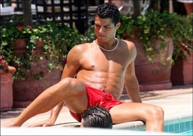 ronaldo-sexy-in-piscina