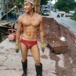 Hot boy phụ hồ mặc quần lót khoe body gây kích thích