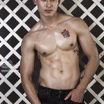 Hot boy 6 múi, mặt trẻ trâu thi Nam Vương quốc tế