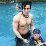 Thầy giáo dạy bơi đẹp trai nhất thế giới