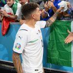 Cầu thủ Italia tụt quần khoe sịp mừng chiến thắng Euro